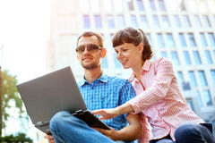 Young couple with laptop Royalty Free Stock Photography