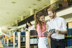 Young couple in the library Royalty Free Stock Photography