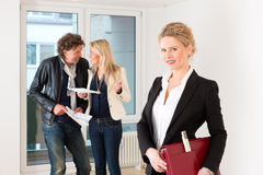 Young couple looking for real estate Royalty Free Stock Images