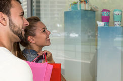 Young couple looking at a shop window Royalty Free Stock Photography