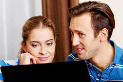 Young couple looking for something on laptop Royalty Free Stock Photos