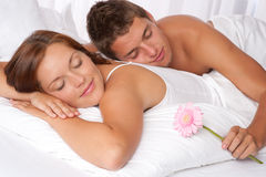 Young couple lying in bed Royalty Free Stock Photos