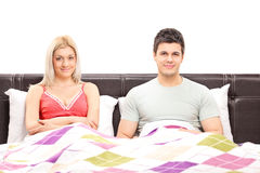 Young couple lying together in bed Royalty Free Stock Photos