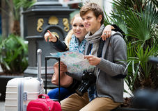 Young couple with a map Royalty Free Stock Image
