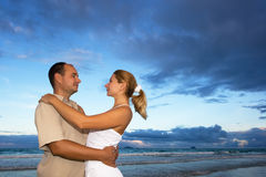 Young couple near the ocean Royalty Free Stock Photography