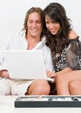 Young couple play with the laptop Royalty Free Stock Photos