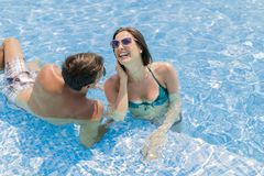 Young couple by the pool Royalty Free Stock Photos