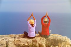 Young couple practicing yoga in scenic mountains Royalty Free Stock Images