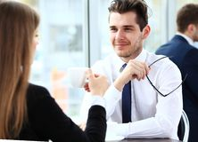 Young couple of professionals chatting during a coffeebreak Royalty Free Stock Images