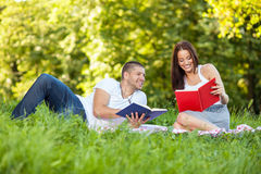 Young couple reading book in park Royalty Free Stock Photography
