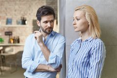 Young couple with relationship difficulties Royalty Free Stock Photos