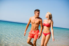 Young couple relaxing on the beach Royalty Free Stock Photos