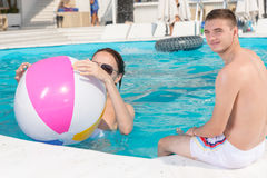 Young Couple Relaxing in Resort Swimming Pool Stock Photography