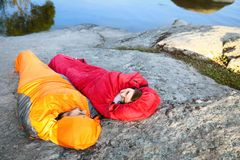 Free Young Couple Resting In Sleeping Bags On Cliff Royalty Free Stock Images - 161384129