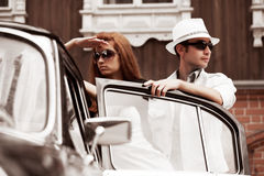 Young couple with a retro car Royalty Free Stock Photography