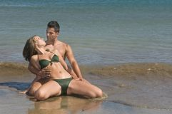 Young couple in the seaside Royalty Free Stock Photography
