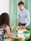 Young couple serving table at home Royalty Free Stock Photos
