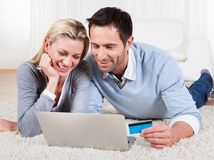 Young couple shopping online Royalty Free Stock Photography