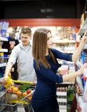 Young couple shopping at supermarket Stock Photos