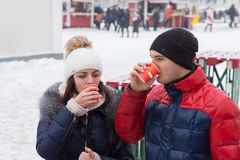 Young couple sipping hot drinks on a cold day Royalty Free Stock Photos