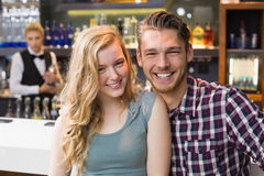 Young couple smiling at the camera Royalty Free Stock Photos
