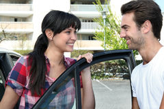 Young couple smiling next to a car Royalty Free Stock Photography