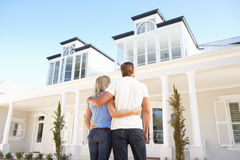 Free Young Couple Standing Outside Dream Home Stock Photography - 14918402