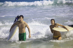 Young couple surfing in hawaii Royalty Free Stock Image