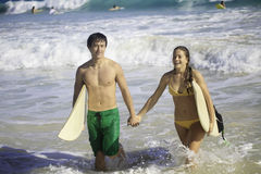 Young couple surfing in hawaii Stock Photography