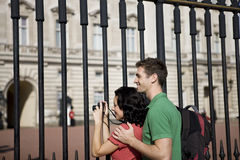 A young couple taking a picture of Buckingham Palace Stock Photos