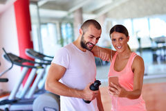 Young couple taking a sefie in a gym Royalty Free Stock Photos