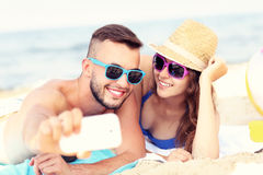 Young couple taking selfie at the beach Royalty Free Stock Photos