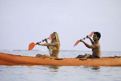 Young couple with their kayak Royalty Free Stock Photos