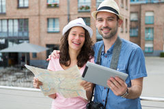 Young couple of tourists visiting city Royalty Free Stock Images