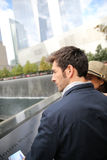 Young couple of tourists visiting memorial in manhattan Royalty Free Stock Images