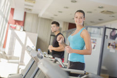 Young couple training in gym Royalty Free Stock Photography