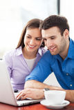 Young couple with laptop Royalty Free Stock Photos