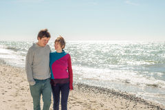 Young couple walking near the sea Royalty Free Stock Photos