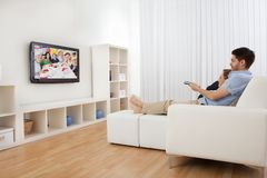 Young couple watching television Royalty Free Stock Image