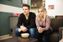 Young couple watching a thriller Royalty Free Stock Images