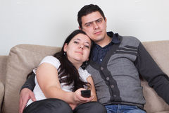 Young couple watching TV at home Royalty Free Stock Photography