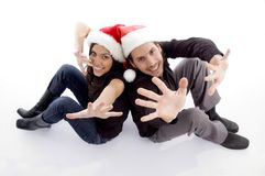 Young couple wearing christmas hat Royalty Free Stock Photos