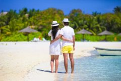 Young couple on white beach at summer vacation Stock Photography