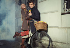 Young couple with wicker basket full of apples Royalty Free Stock Images