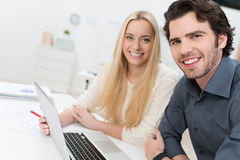 Young couple working in an office Royalty Free Stock Photos