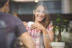 Young coupledrinking coffee Royalty Free Stock Images