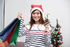 Young cute asia woman wearing Christmas hat and  holding shoppin Royalty Free Stock Photos