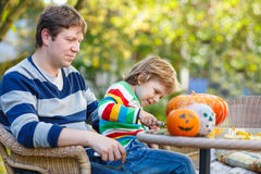 Young dad and his little son making jack-o-lantern for halloween Stock Photography