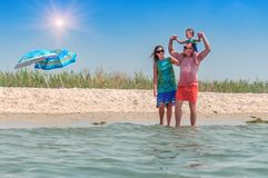 Young familly on the beach Royalty Free Stock Photography