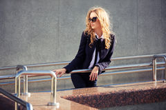 Young fashion business woman in sunglasses on city street Royalty Free Stock Photos